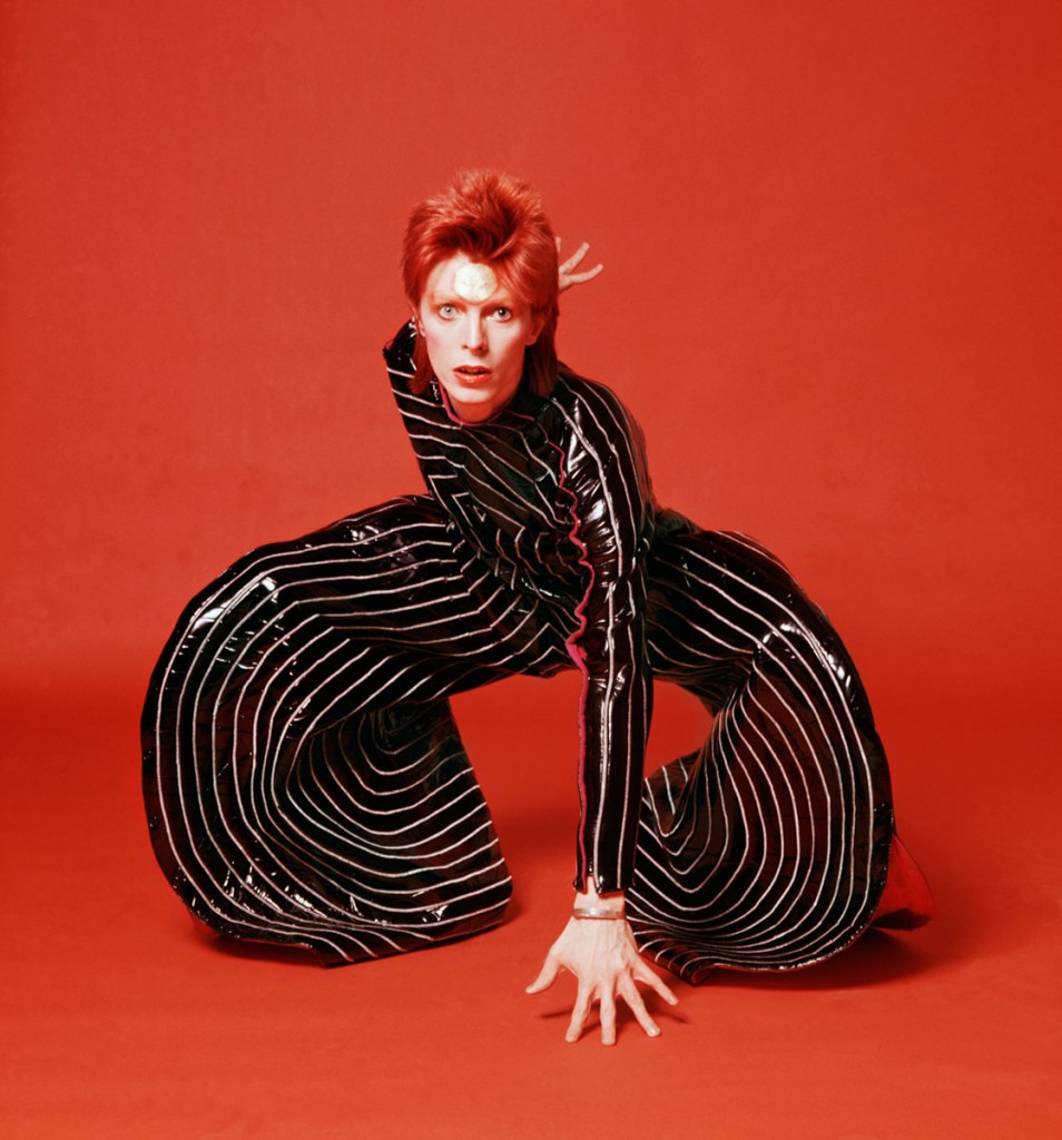 Risultati immagini per star musicali look david bowie