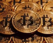Bitcoin in caduta libera: valore dimezzato in appena un mese