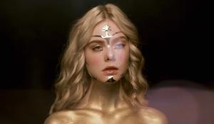 The Neon Demon: Jesse coperta d'oro